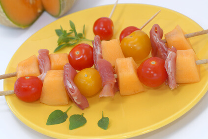 Melon et parme en brochettes