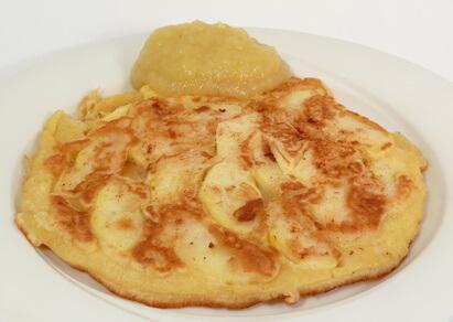 Omelette aux pommes sucrée