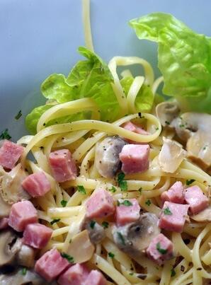 Salade de pâtes au jambon et mimolette